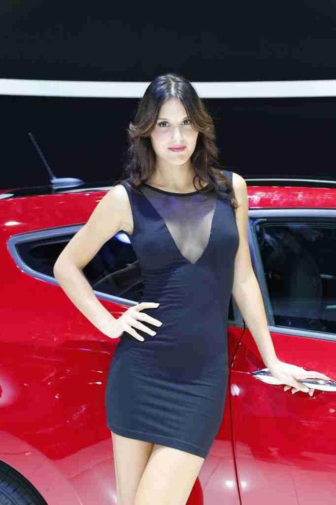 2012-Paris-Auto-Show-Booth-Girl-8