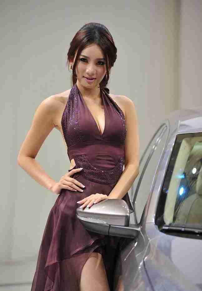Beautiful-car-models-in-the-2011-Guangzhou-Motor-Show-1