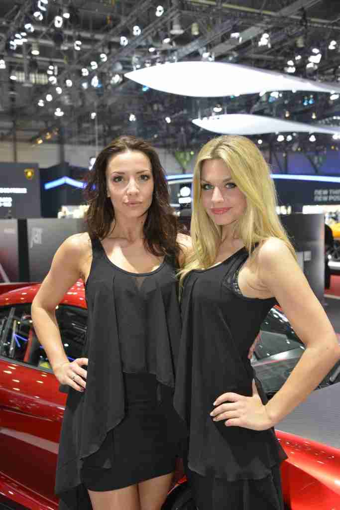 Car-Show-Girls-Geneva-Motor-Show