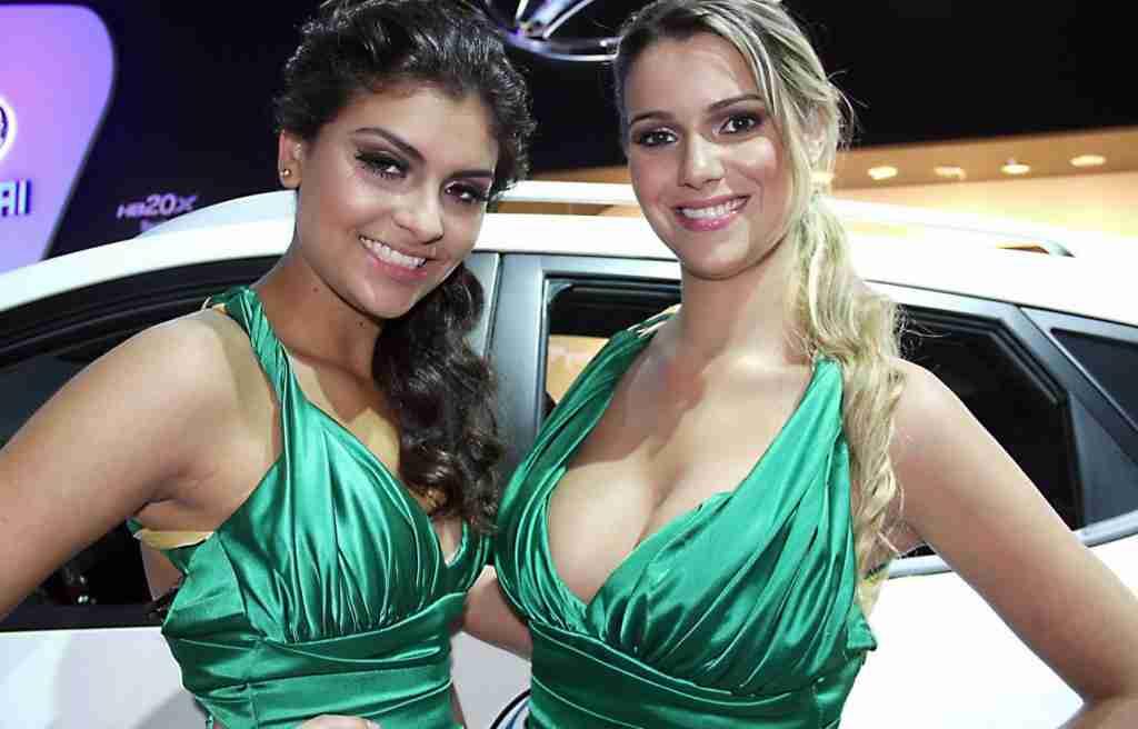 girls-at-sao-paulo-motor-show-2012
