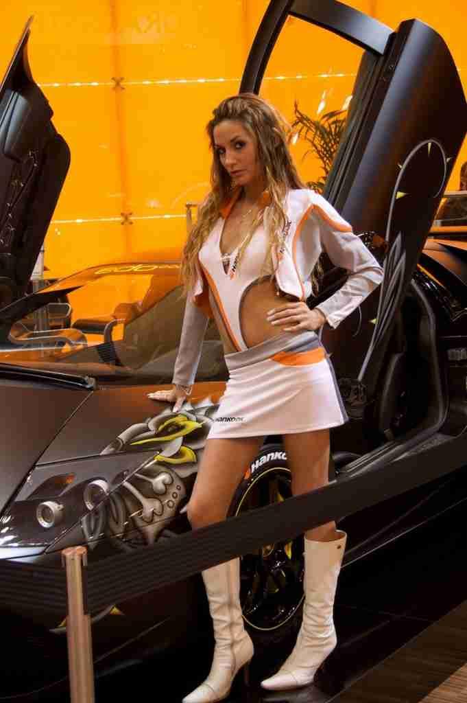 2009-Essen-Motor-Show-Girls-1-681x1024