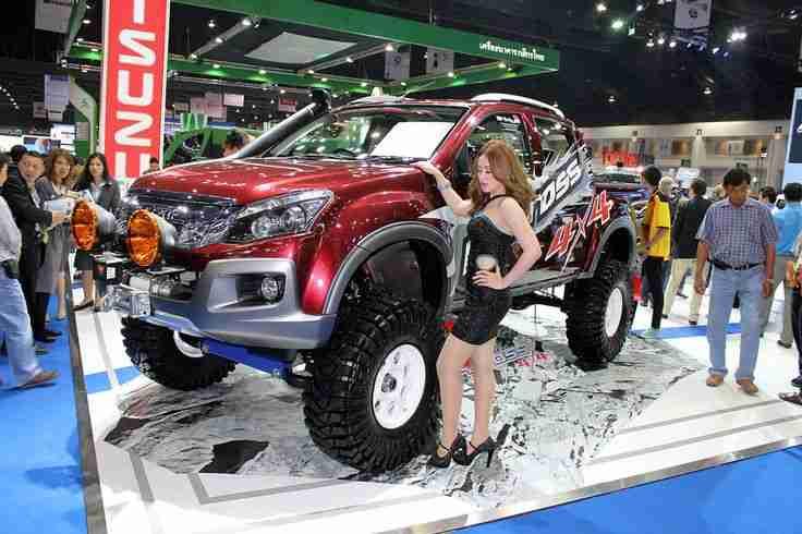 Bangkok Motorshow 2012: Isuzu D-MAX und die Messe-Girls