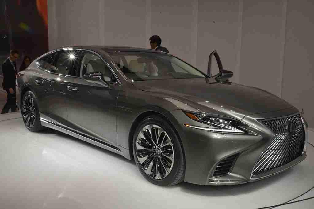 2018 Lexus LS live photos: 2017 NAIAS | Car Fanatics – Car news, reviews, and videos